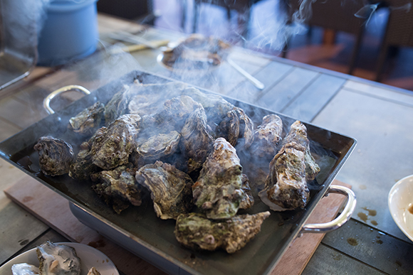 淡路島初の牡蠣小屋オープン!鳴門海峡から直送の焼き牡蠣が食べ放題!